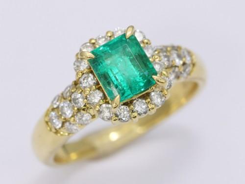 エメラルドダイヤモンドリング1